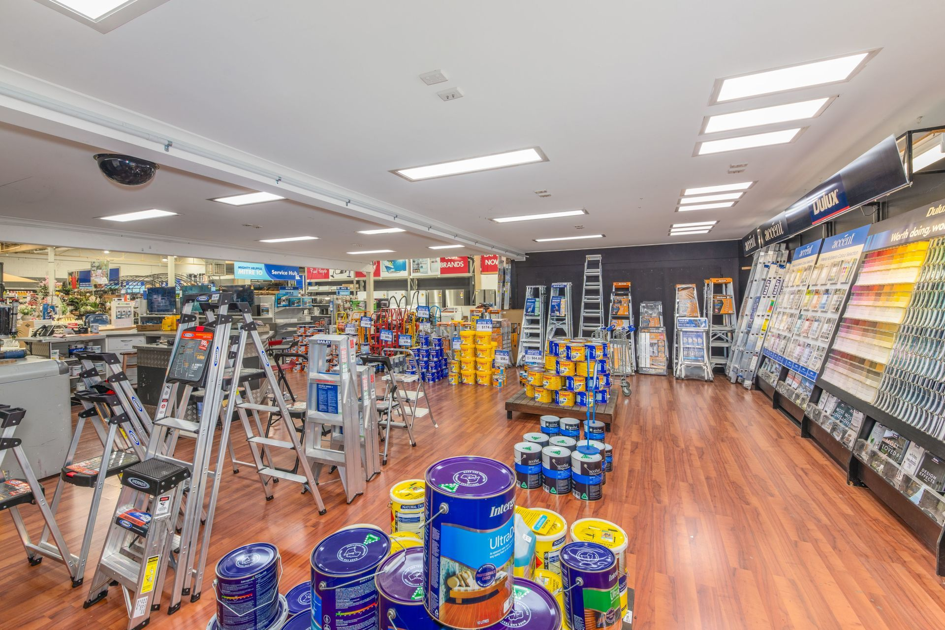 PROMINENT FREESTANDING HARDWARE STORE WITHIN VIBRANT REGIONAL CENTRE
