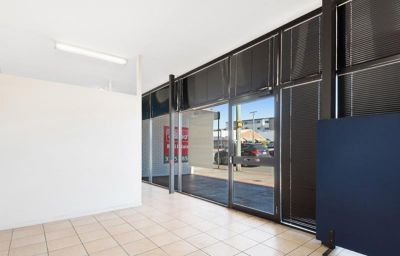 HIGH EXPOSED GROUND FLOOR OFFICE/RETAIL !
