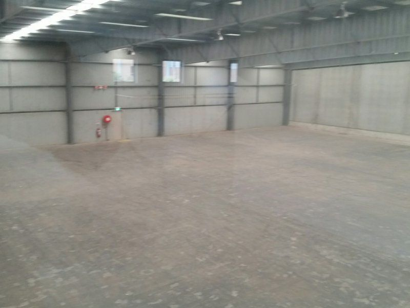 High clearance Industrial unit with Central location!