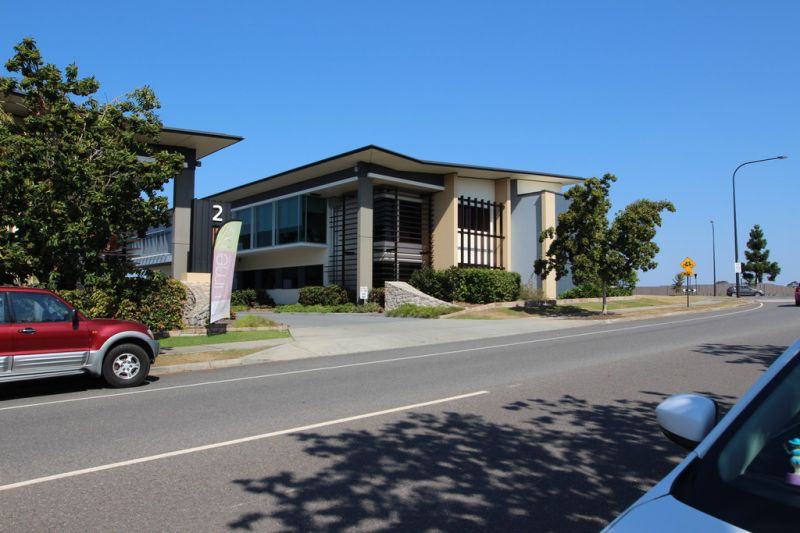 Corporate Office Suite in The Heart Of North Lakes