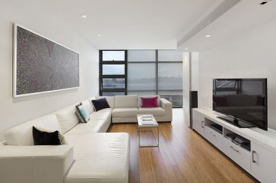 Triptych: Luxury Furnished Apartment with Views of the Botanical Gardens!