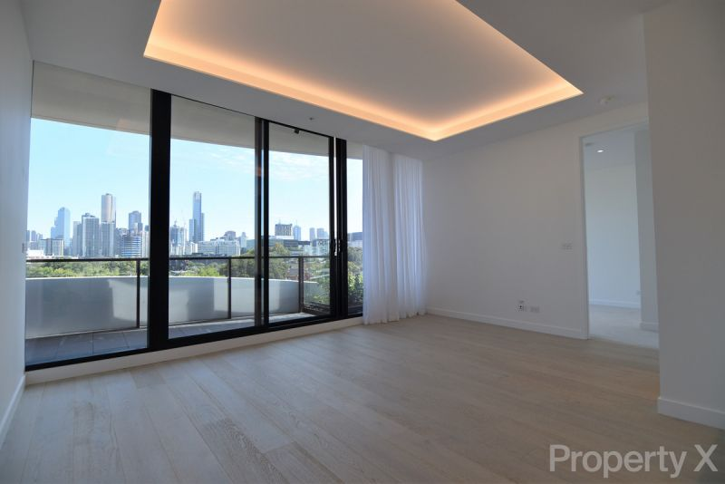 Luxury Two Bedroom Apartment with Spectacular City Views!