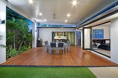 Immaculate Large Single Level Home... Maximum Family Appeal