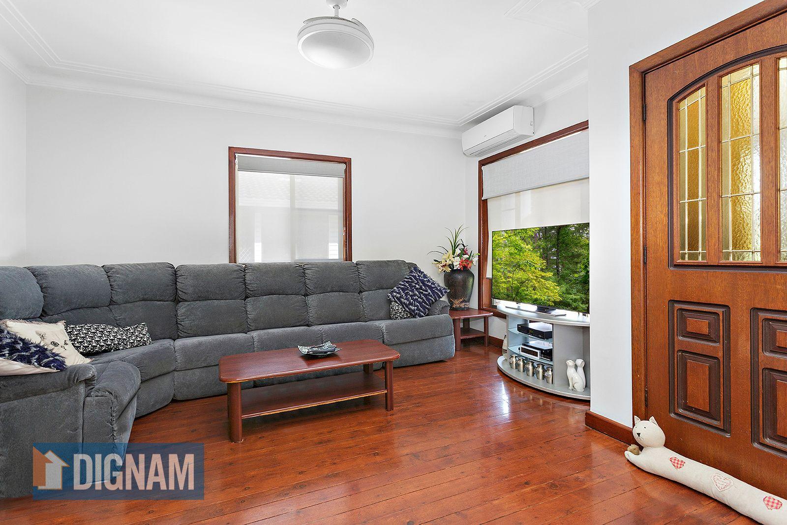 33 Royal Crescent, Woonona NSW