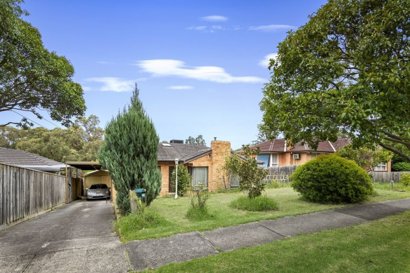 Classic Brick Home in Quiet Family Neighbourhood