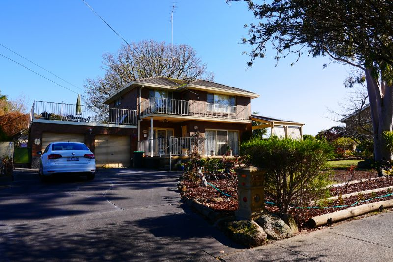 For Sale By Owner: 21-23 Walker Parade, Churchill, VIC 3842