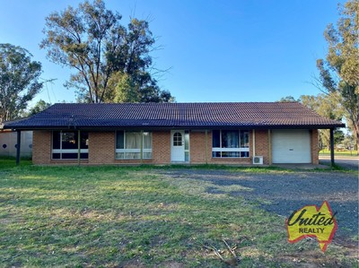 GREAT LOCATION, 3 BEDROOM HOME ON 2.5 ACRES