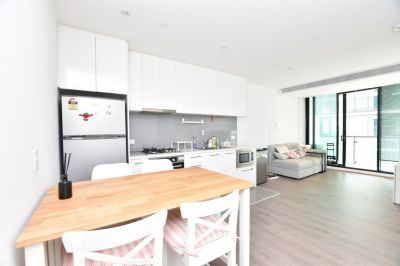 Fully Furnished, Melbourne One: Brilliantly Positioned Near New Apartment with World-Class Facilities!