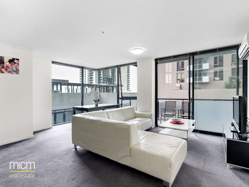Spacious Entertainer with Spectacular Southbank Style