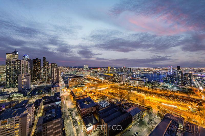 Awe-Inspiring Penthouse Exhibits Stunning 360 Degree Vistas