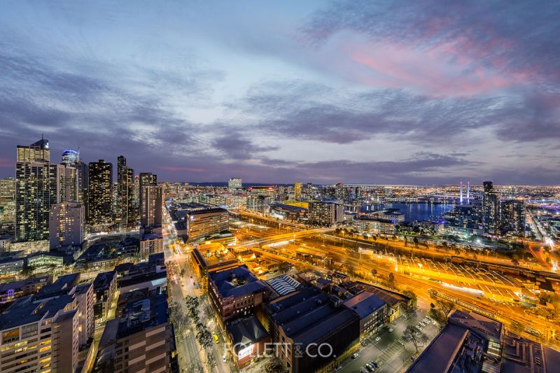 Awe-Inspiring Penthouse Exhibits Stunning 360 Degree Vistas