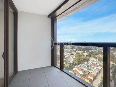 Near New, Split 2-Bedroom Apartment in Green Square