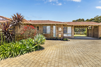 26 Victoria Estate - Beautifully refurbished home with view across to the Lake. Enjoy a front and rear courtyard plus your own private garden.