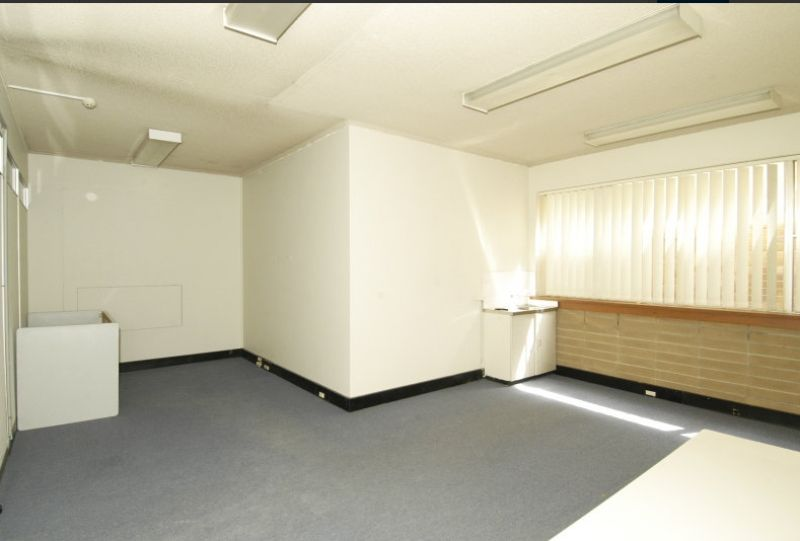 LANDMARK BUILDING OFFICE SUITE AT BUDGET RENT  SUIT MANY MANY USES. RENTAL SLASHED!!!!!!!!
