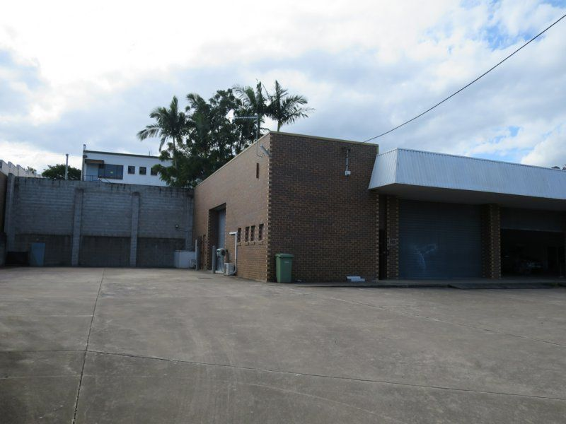 167 Sqm Warehouse/Lock Up Yard Springwood