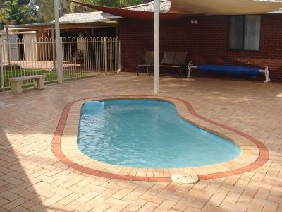 ****Come discover the difference with Alex B and Tom. *****------Great Value family home with room for everyone.