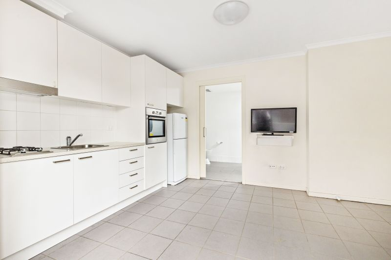 Self Contained 1 Bedroom Apartment in Premier Location +1 week's Rent Free!