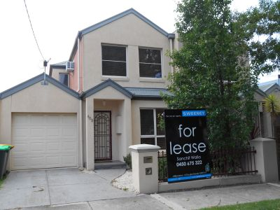 FRESHLY PAINTED  TOWNHOUSE  AT PERFECT LOCATION