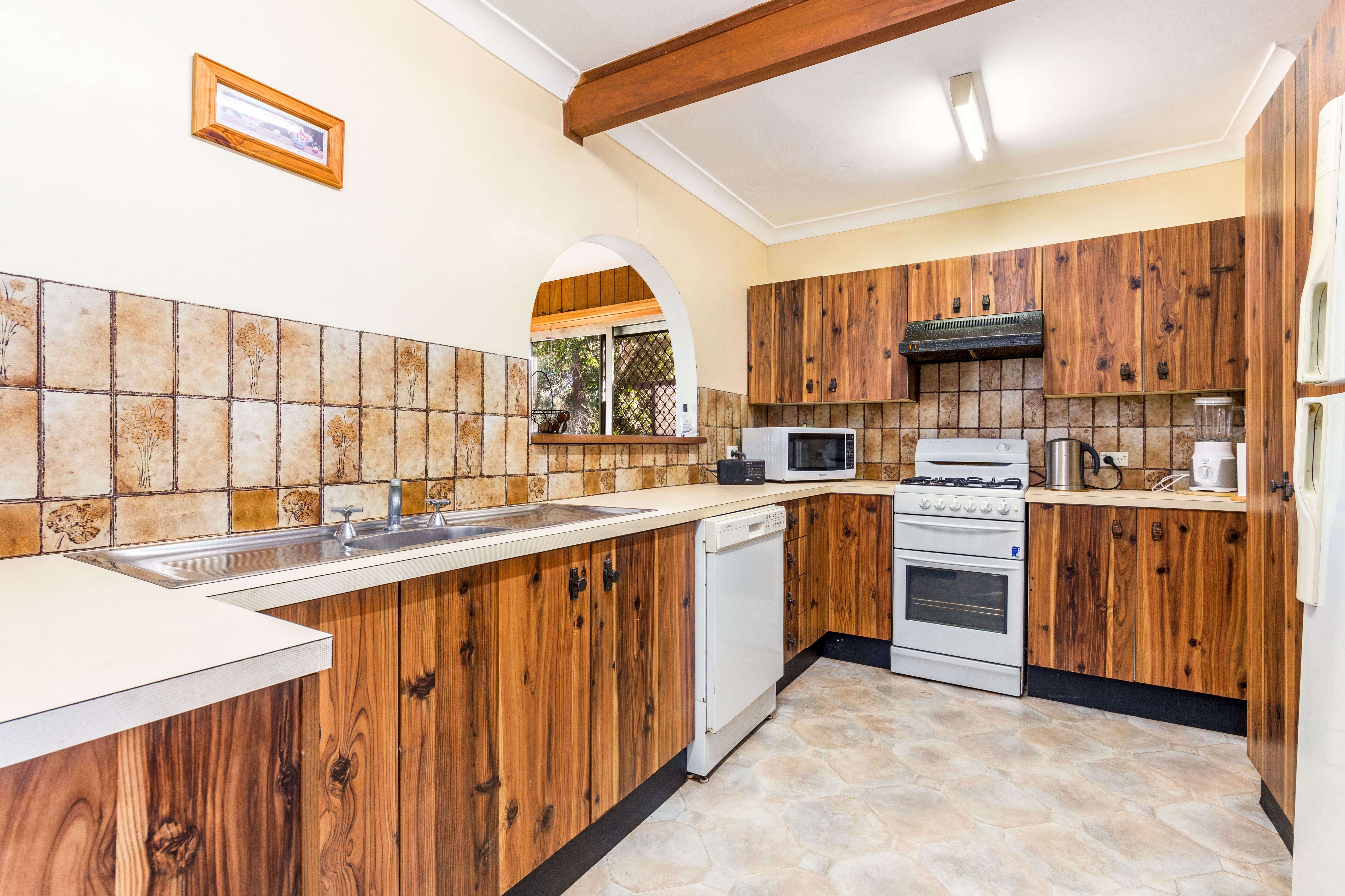 37 Donington Avenue, Georges Hall NSW 2198