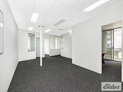 125M2 QUALITY OFFICE WITH 4 CARS + VISITORS!