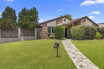 Ooh La La it's a Low Set in Sought After Paramount Chase Estate - Renovated Family Home With Privacy and Side Access