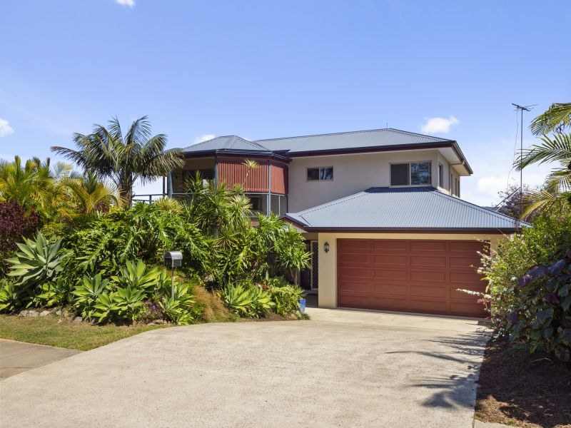 Family Home only 350m to the Beach!