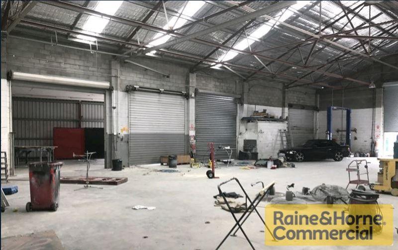 Hardworking Workshop / Warehouse