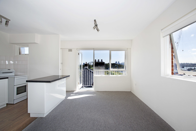 BRIGHT APARTMENT WITH BALCONY, HARBOUR VIEWS & CAR SPACE