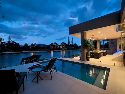 The Wow factor - Architecturally Designed North to Wide Waterfront Entertainer