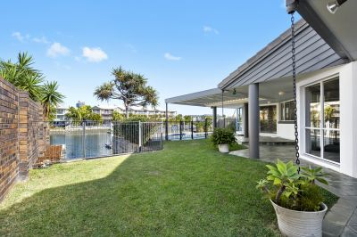 Immaculate home Bridge free to Broadwater