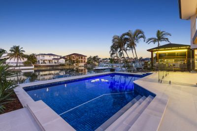 EXQUISITE WATERFRONT ENTERTAINER  19.3m* WATERFRONTAGE