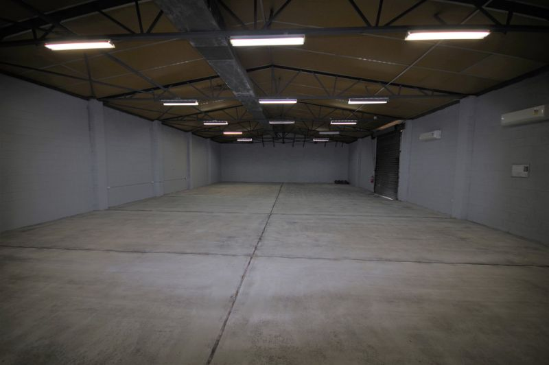 Air conditioned and insulated showroom/ warehouse on Woolcock Street
