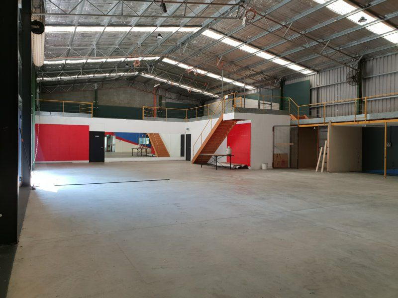 EXCELLENT WAREHOUSE/ SHOWROOM/ OFFICES