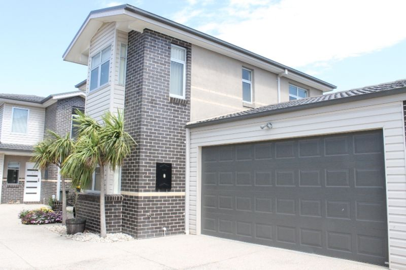 Modern Living In The Heart Of Altona!
