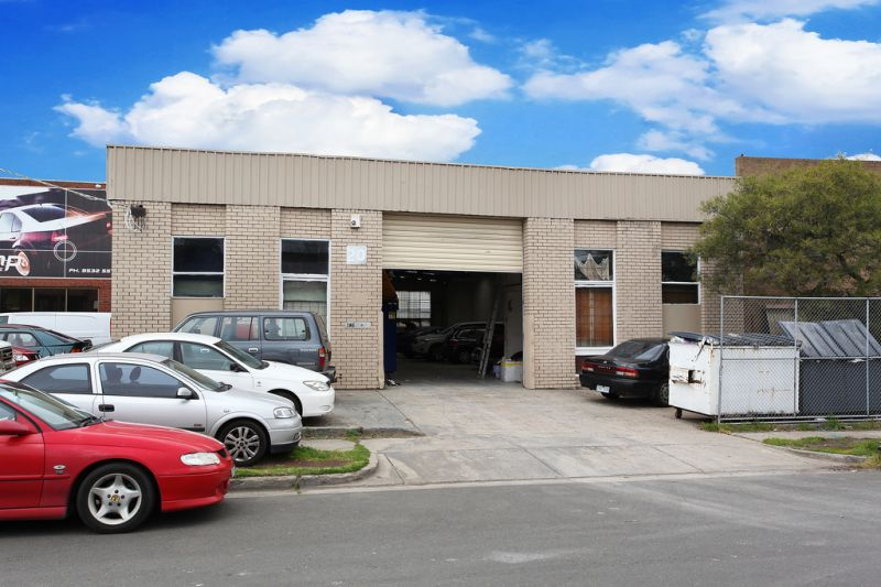 SUPERB STAND-ALONE INDUSTRIAL INVESTMENT - NEW 3 YEAR LEASE IN PLACE