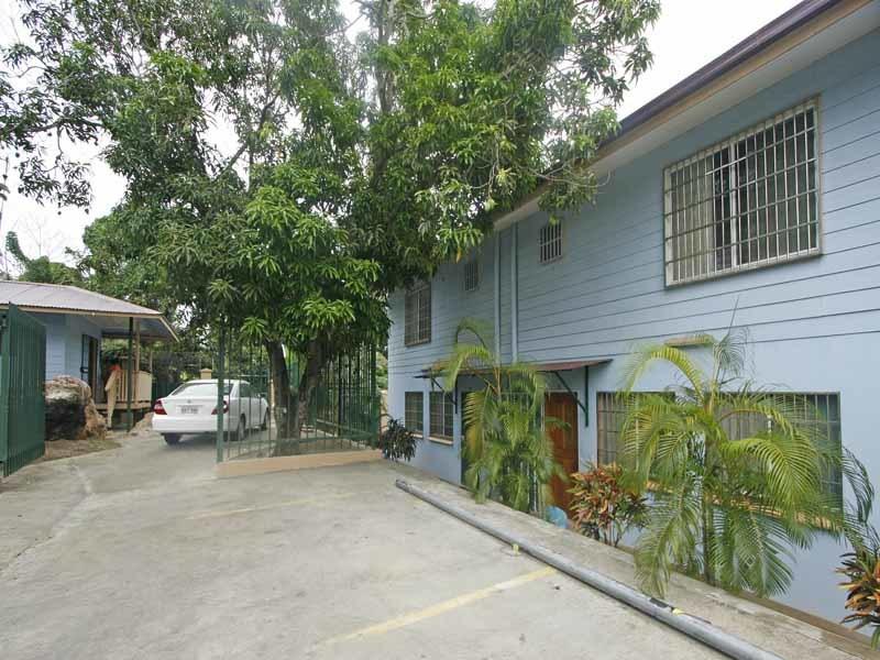 4 x 3 bedroom, Dual-level House & 1 x Studio Flat