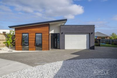 CONTEMPORARY AND LOW MAINTENANCE LIVING AT ITS BEST