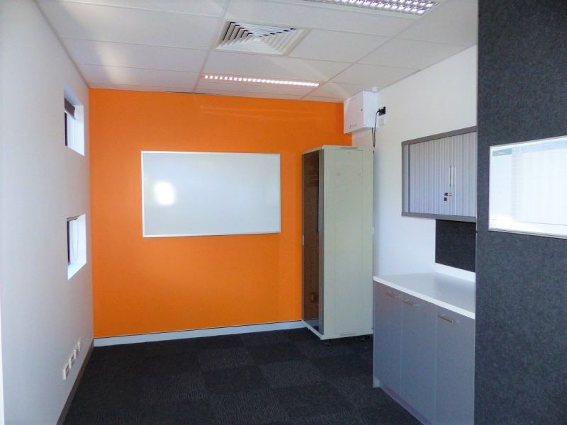 GREAT VALUE FITTED OUT OFFICE SPACE
