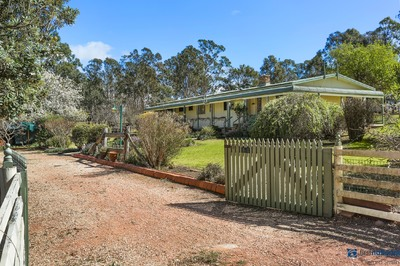 FAMILY HOME ON 4 ACRES WITH BEAUTIFUL GARDENS