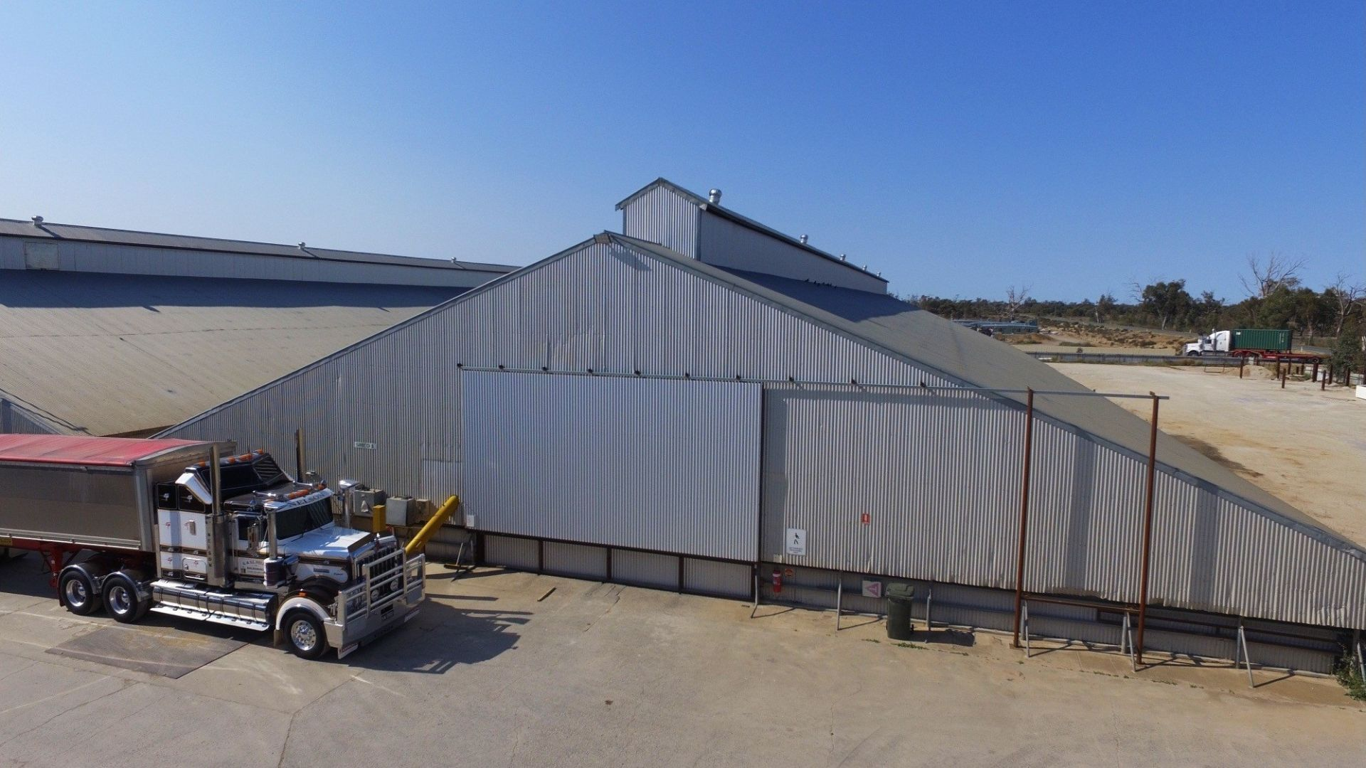 26000t storage facility - selling freehold