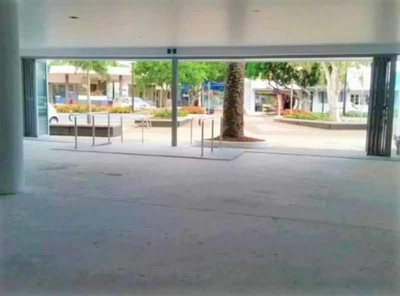 Central Coolangatta Location - Move straight in