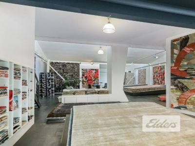 HIGHLY EXPOSED SHOWROOM/OFFICE!