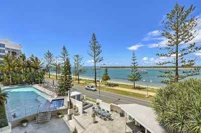 Stunning Apartment, Large Balcony, Amazing Broadwater Views!