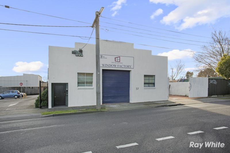 Well Presented Warehouse with Land