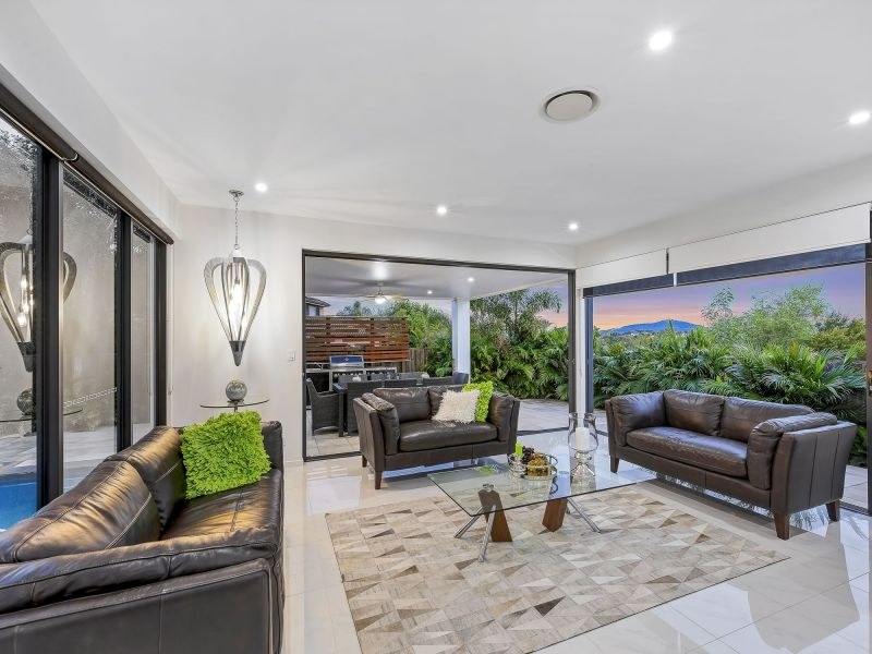 For Sale By Owner: 53 Southview Crescent, Carindale, QLD 4152