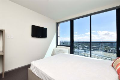 City Tempo: Spacious Furnished Studio Apartment with Amazing View of the City!