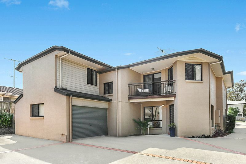 Recently refreshed dual level townhome close to amenities