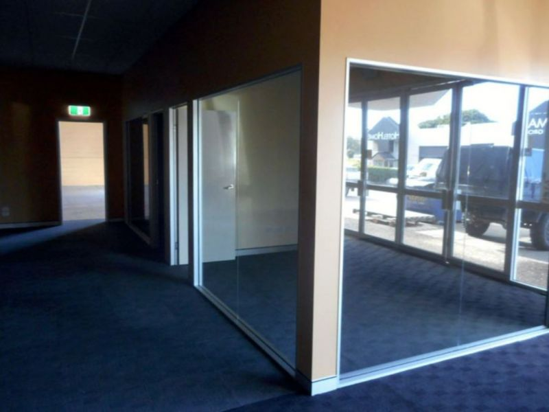 OFFICE /WAREHOUSE IN PRIME LOCATION 640M2*