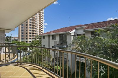 IMMACULATE TOP FLOOR APARTMENT - furnished