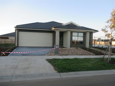BRAND NEW, SPACIOUS LIVING, GREAT ESTATE!!